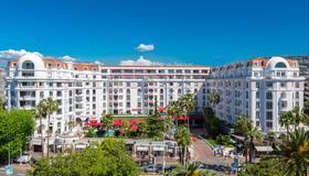 Hôtel Barrière Le Majestic Cannes - Cannes - Building