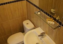 Sapphire Hotel - London - Phòng tắm