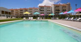 乘浪度假村及水療中心 - Ferrel - 游泳池