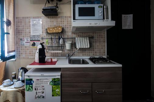 Guesthouse Pompei Il Fauno - Pompei - Kitchen