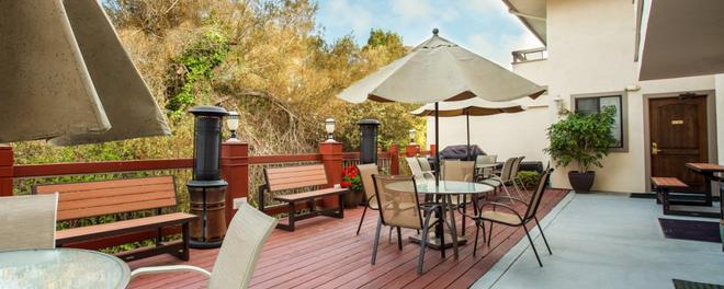 Colton Inn - Monterey - Patio