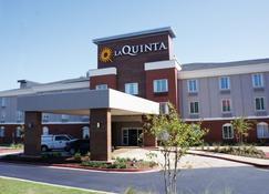 La Quinta Inn & Suites by Wyndham Milledgeville - Milledgeville - Building