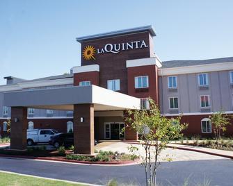 La Quinta Inn & Suites by Wyndham Milledgeville - Milledgeville - Gebäude