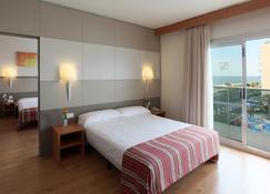 Golden Taurus Aquapark Resort - Pineda de Mar - Schlafzimmer