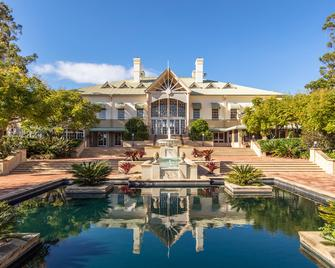 InterContinental Sanctuary Cove Resort - Hope Island - Building