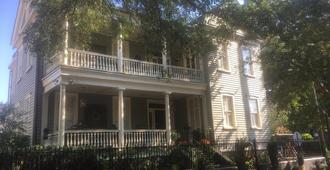 22 Charlotte Bed & Breakfast - Charleston - Building