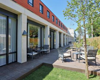 Hampton by Hilton Toulouse Airport - Бланьяк - Building