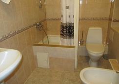 Mini-Hotel Alexandria Plus - Saint Petersburg - Bathroom