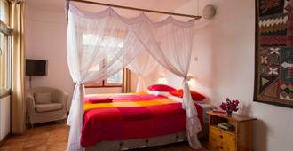 Q-Bar & Guest House - Dar Es Salaam - Quarto