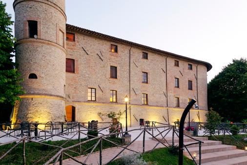 巴加雷卡城堡 - 古比歐 - 古比奧 - 建築