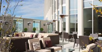 Grey Eagle Resort - Calgary - Patio