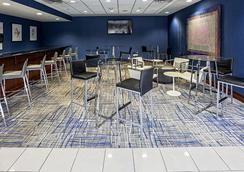 Hilton Garden Inn Louisville/Northeast - Louisville - Baari