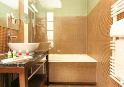 Le Rocroy Hotel Paris Gare du Nord by Hiphophostels - Paris - Bathroom