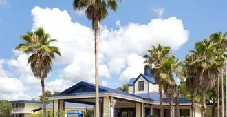 Days Inn by Wyndham Kissimmee FL - Kissimmee - Bâtiment