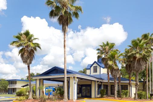 Days Inn by Wyndham Kissimmee FL - Kissimmee - Rakennus