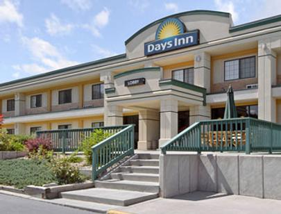 Days Inn by Wyndham West Rapid City - Rapid City - Building