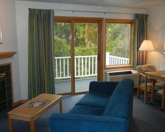 Applecreek Resort - Hotel & Suites - Fish Creek - Living room