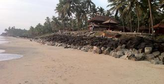 Blue Water Beach Resort - Varkala - Playa
