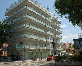 Residence Hotel Club House - Cattolica - Gebouw
