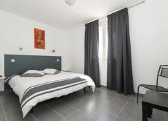 Hôtel Restaurant le Voilis - Le Grau-d'Agde - Bedroom