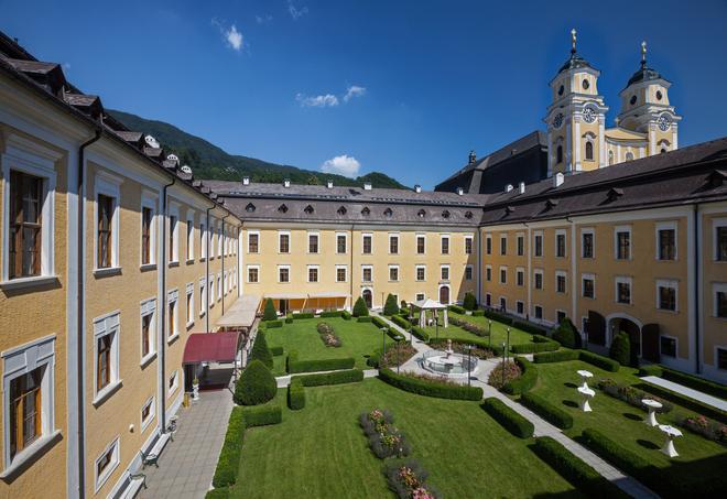 Schlosshotel Mondsee - Mondsee - Building