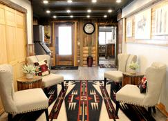 Moose Creek Inn - West Yellowstone - Lounge