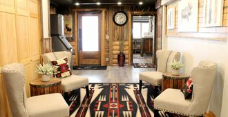Moose Creek Inn - West Yellowstone - Lounge