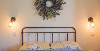 The Farmyard Inn - Bakewell - Bedroom