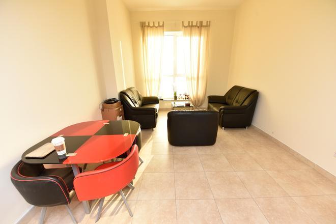 Backpacker 16 - Dubai - Lounge