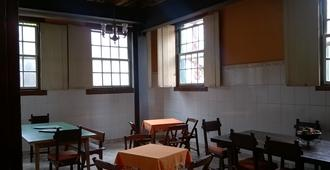 Brumas Ouro Preto Hostel - Ouro Preto - Restaurant