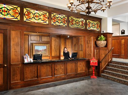 Huntingdon Manor Hotel - Victoria - Front desk