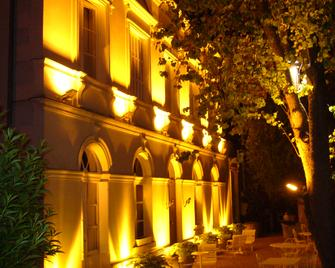 Le Grand Monarque - Азе-лё-Ридо - Здание