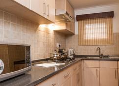 Heri Heights Serviced Apartments - Nairobi - Kitchen
