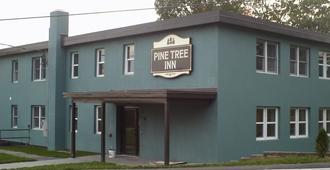 Pine Tree Inn - Bangor - Edificio