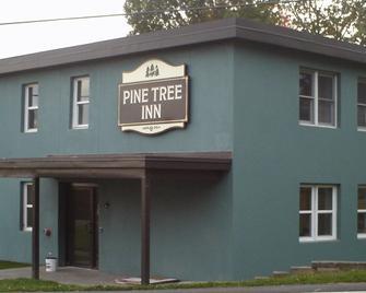 Pine Tree Inn - Bangor - Building