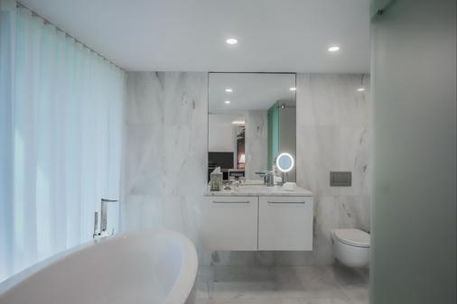 DoubleTree by Hilton Lisbon - Fontana Park - Lisbon - Bathroom