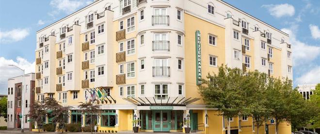 Mediterranean Inn - Seattle - Building
