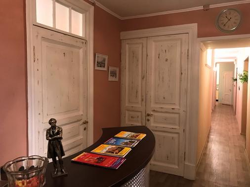 Guest House Pushkinsky - Saint Petersburg - Front desk