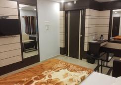 Hotel S G International - Dhanbād - Bedroom