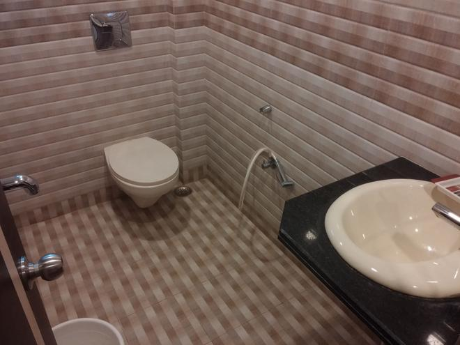 Hotel S G International - Dhanbād - Bathroom