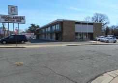 Highlander Motel - Arlington - Building