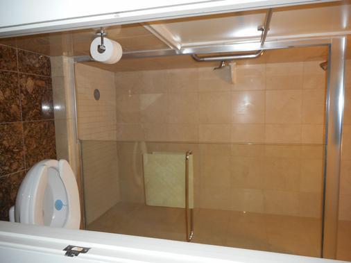 Highlander Motel - Arlington - Bathroom