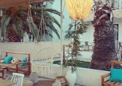 The Coast - Anaxos - Bar