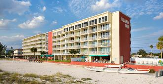 Island Inn Beach Resort - Treasure Island - Building