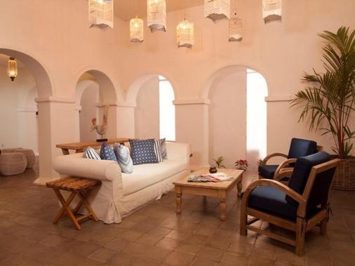 Adhisthana Hotel - Yogyakarta - Living room