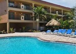 Coconut Cove All-Suite Hotel - Clearwater Beach - Κτίριο