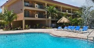 Coconut Cove All Suite Hotel - Clearwater Beach - Bâtiment