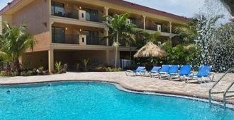 Coconut Cove All-Suite Hotel - Clearwater Beach - Edifício