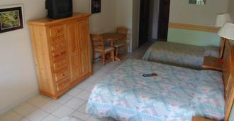 Orange Hill Beach Inn - נאסאו