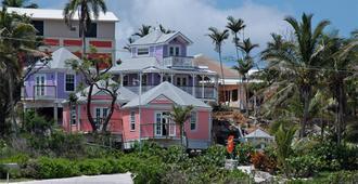Orange Hill Beach Inn - נאסאו - בניין